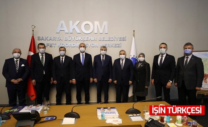 Bakan Abdülhamit Gül Sakarya Büyükşehir Belediyesini ziyaret etti