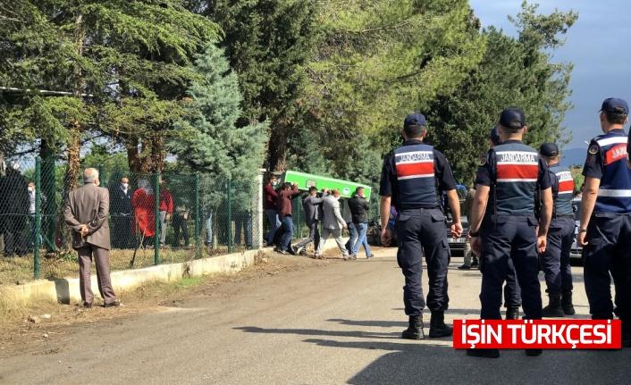 Sakarya'da akrabalar arasındaki silahlı kavgada ölen 3 kişinin cenazesi toprağa verildi