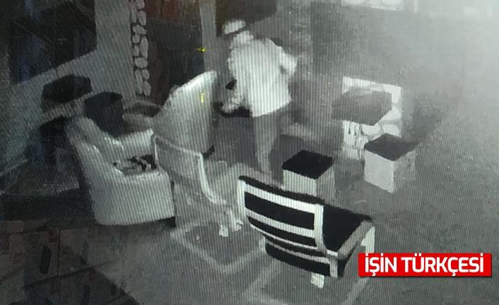 Sakarya'da oyun salonlarındaki hırsızlık anı güvenlik kamerasında