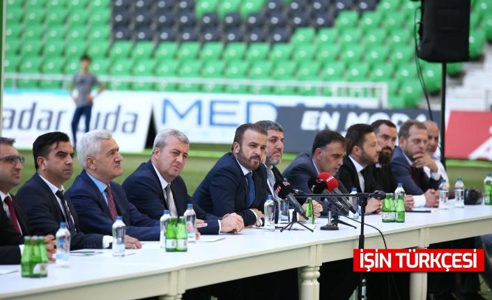 Sakaryaspor, transfer ettiği futbolcularla sözleşmeleri imzaladı