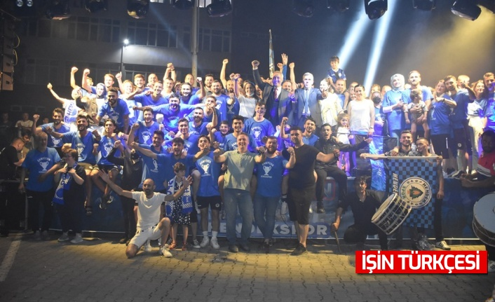 Hendek Şampiyonluğu Doya Doya Kutladı