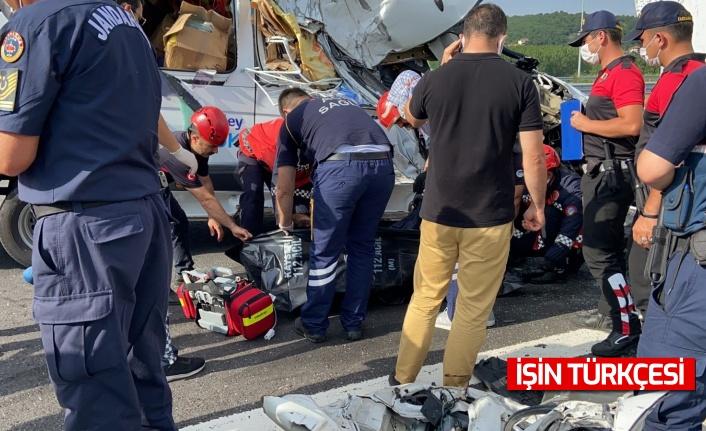 İngiliz plakalı minibüs sulama tankerine çarptı: 1 ölü