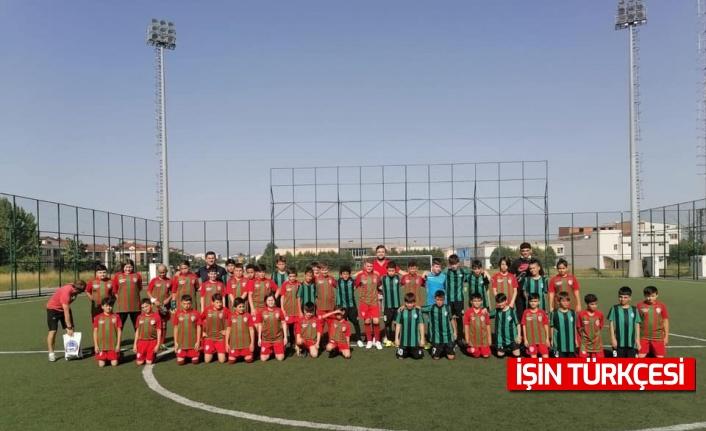 Minik futbolcular Sakaryaspor'un konuğu oldu