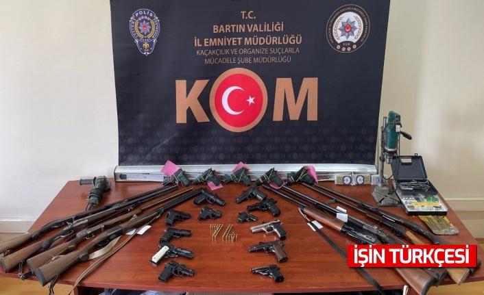 Silah tacirlerine operasyon: 3 kişi tutuklandı