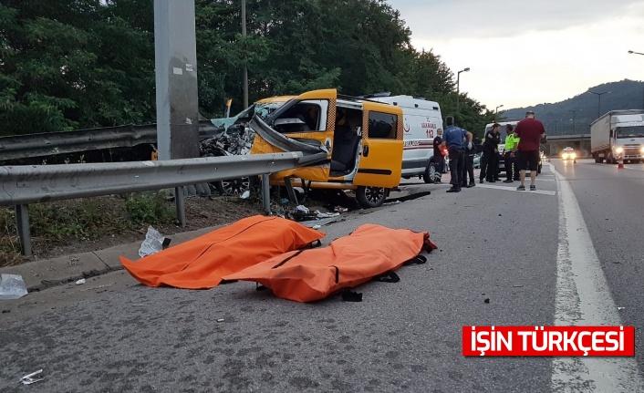 TEM'de ticari taksi bariyerlere ok gibi saplandı: 2 ölü, 6 yaralı