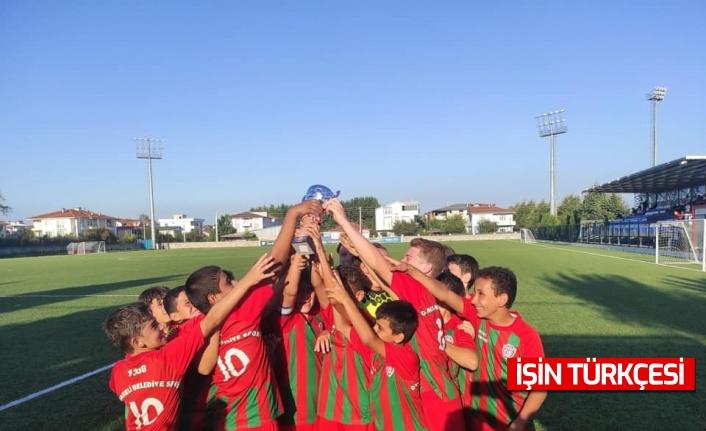 1308 Osmaneli Belediyespor U11 Futbol Takımı Sakarya'da düzenlenen turnuvada şampiyon oldu