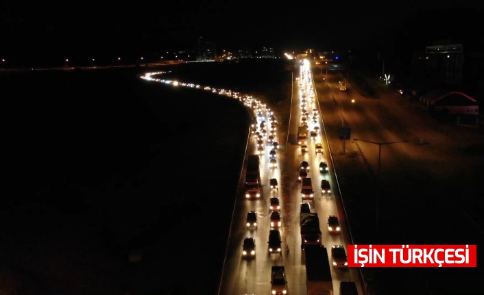 43 ilin geçiş güzergâhında trafik kilitlendi