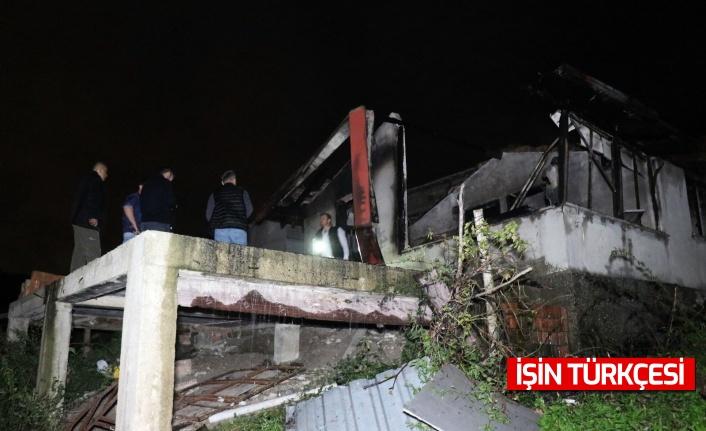 Alevler içerisinde kalan tek katlı evin içerisinde hayatını kaybetti