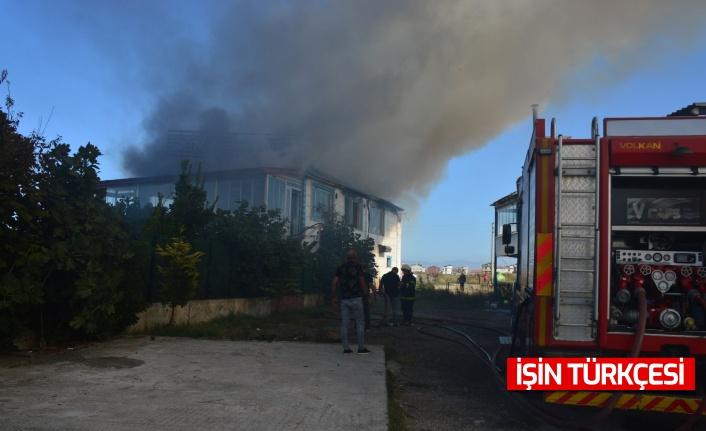 Karasu'da eğlence mekanı, çıkan yangında kullanılamaz hale geldi