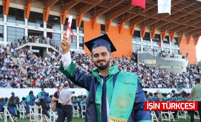 SUBÜ, 3 bin öğrencisini mezuniyet töreniyle uğurladı