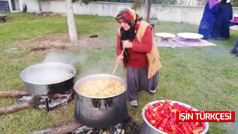 """Sakarya'da """"Eli Bereketli Kadınlar Kooperatifi"""" kuran köylü kadınların ürettiği doğal ürünler sofraları süslüyor"""
