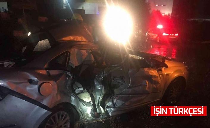 Yağış sebebiyle TEM'de tır ile otomobil çarpıştı: 3 yaralı