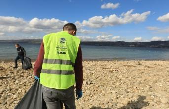 SASKİ ekipleri, Sapanca Gölü etrafında atık ve çöp temizleme çalışmaları gerçekleştirdi