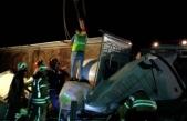 Kuzey Marmara Otoyolu'nda yem yüklü TIR devrildi: 2 ölü