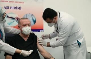 Cumhurbaşkanı Recep Tayyip Erdoğan, CoronaVac aşısı...