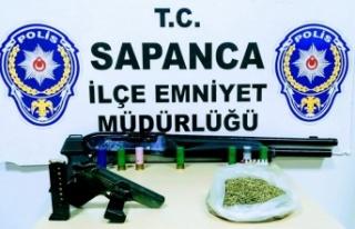 Sapanca'da Evinde uyuşturucu ve ruhsatsız silahlarla...
