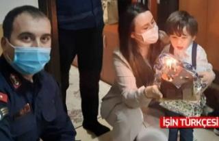 Jandarmadan asker çocuğuna doğum günü sürprizi
