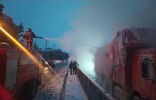 Sakarya'da pamuk yüklü kamyonda yangın çıktı!