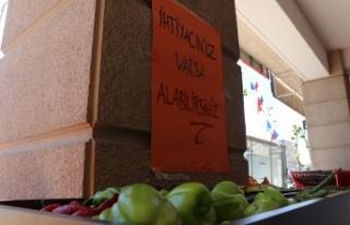 """İhtiyaç Sahiplerine: """"Askıda meyve ve sebze"""""""