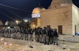 İsrail polisi Mescid-i Aksa'da ses bombalarıyla...