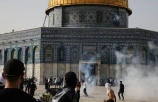 İsrail polisi, Mescid-i Aksa'ya cuma namazı sonrası...