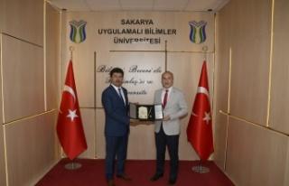 """Rektör Sarıbıyık: """"İlim Yayma Ödülleri motivasyon..."""