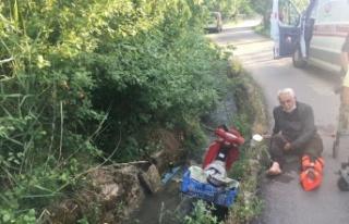 Motosikleti ile yoldan çıkarak su kanalına uçtu:...