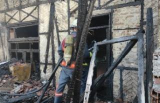 Sakarya'da 2 katlı ev alevlere teslim oldu!