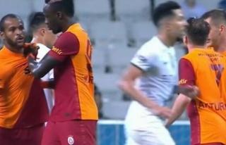 Marcao, takım arkadaşını yumrukladı