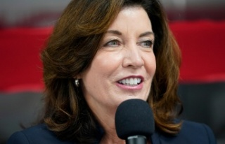 New York'un ilk kadın valisi Kathy Hochul göreve...