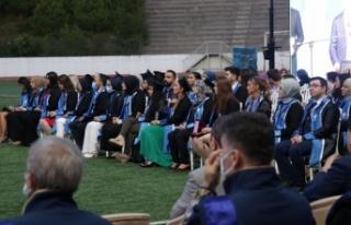 Sakarya Üniversitesi öğrencileri mezuniyet sevinci...