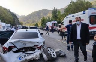 Sakarya'da ambulans ve araçların karıştığı...