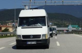 Sakarya'ya giden 13 sığınmacı minibüsün...