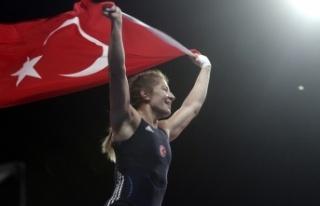 Milli güreşçi Yasemin Adar bronz madalya kazandı!