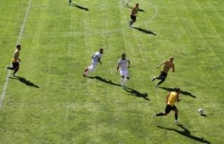 Sakaryaspor ligin ilk maçında Bayburtspor ile 1-1...