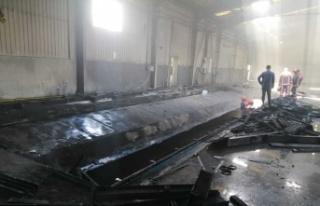 Hendek'de boş fabrikada çıkan yangın itfaiye...