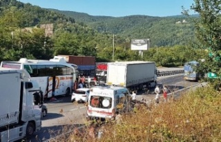 Sapanca'da 7 araç birbirine girdi: 10 yaralı