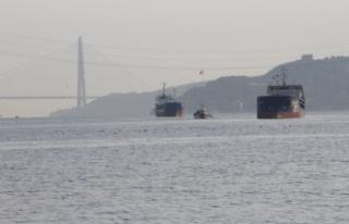 Yeniköy açıklarında Türk ve Rus bandralı iki...