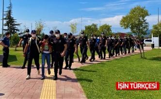 Kocaeli ve Sakarya'da yaklaşık 700 bin lira vurgun yapan çete tutuklandı