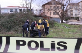 Sakarya'da boş bir arazide erkek cesedi bulundu
