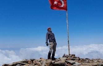 Erdek Cennet, Amanos Dağları'nın zirvesine solo tırmanış yaptı!