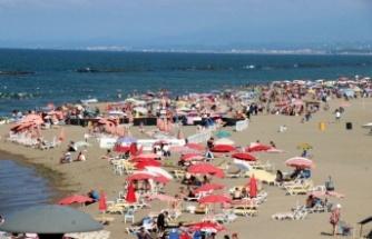 Karasu'da kaşıntı şikayetleri sebebiyle acil doldu taştı ve denize girmek yasaklandı!
