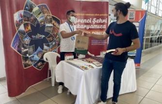 Büyükşehir Belediyesi SAÜ ve SUBÜ'de eğitime başlayacak öğrencileri karşıladı