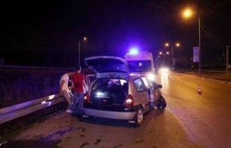 Sakarya'da kaza yapan alkollü sürücü hıncını gazetecilerden çıkarmak istedi