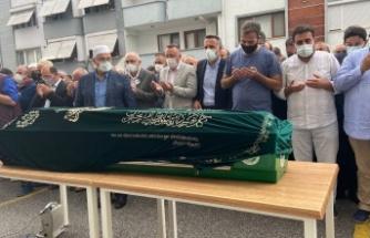 Sakarya'da koronaya yenilen doktora çalıştığı hastane önünde cenaze töreni