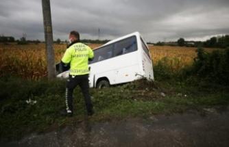 Sakarya'da devrilen yolcu minibüsü: 7 kişi yaralı