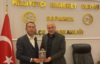"""""""Türk İslam Ülküsü'nün Işığı Hoca Ahmet Yesevi"""" kitabının yazarı İlhan Ayhan Mhp Sapanca İlçe Teşkilatını ziyaret etti"""