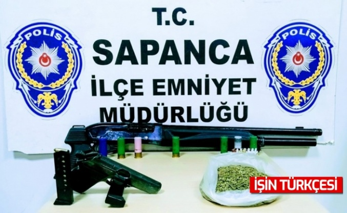 Sapanca'da Evinde uyuşturucu ve ruhsatsız silahlarla yakalanan şahıs gözaltına alındı